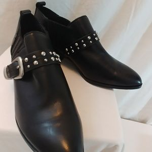 Bcbgeneration LOELA leather booties blk boots